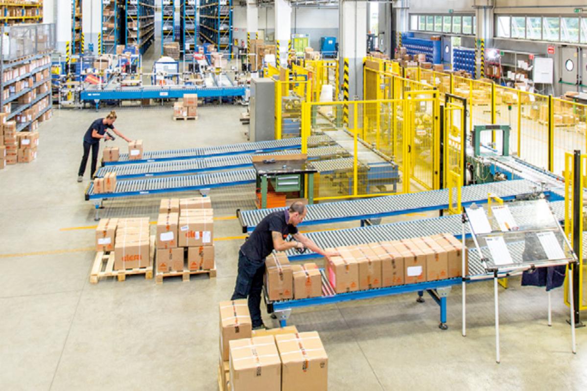 Lager von ELESA+GANTER: Produktvielfalt und langjährige Kundenbeziehungen als Erfolgsrezept.